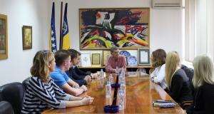 Učenici u okviru Socijalnog dana volontirali na radnim mjestima u Gradskoj upravi Tuzla