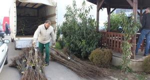 Izvršena podjela sadnica voća i gnojiva za korisnike projekta Razvoj ruralne ekonomije sa fokusom na poljoprivrednu proizvodnju na području grada Tuzla