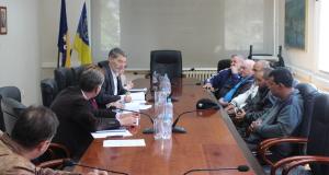 """Upriličeno potpisivanje ugovora o dodjeli prava ostvarenim po Javnom pozivu za podnošenje prijava za rekonstrukciju individualnih stambenih jedinica na području Grada Tuzla po projektu """"ROMA ACTION"""