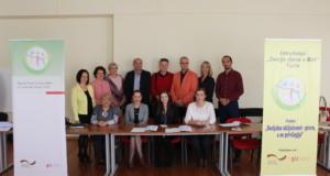 (foto) Potpisan Sporazum o saradnji Radne grupe za sigurnost i zaštitu djece grada Tuzle