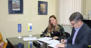"""(video+foto) Gradonačelnik poklonio knjige Narodnoj i univerzitetskoj biblioteci """"Derviš Sušić"""" Tuzla"""
