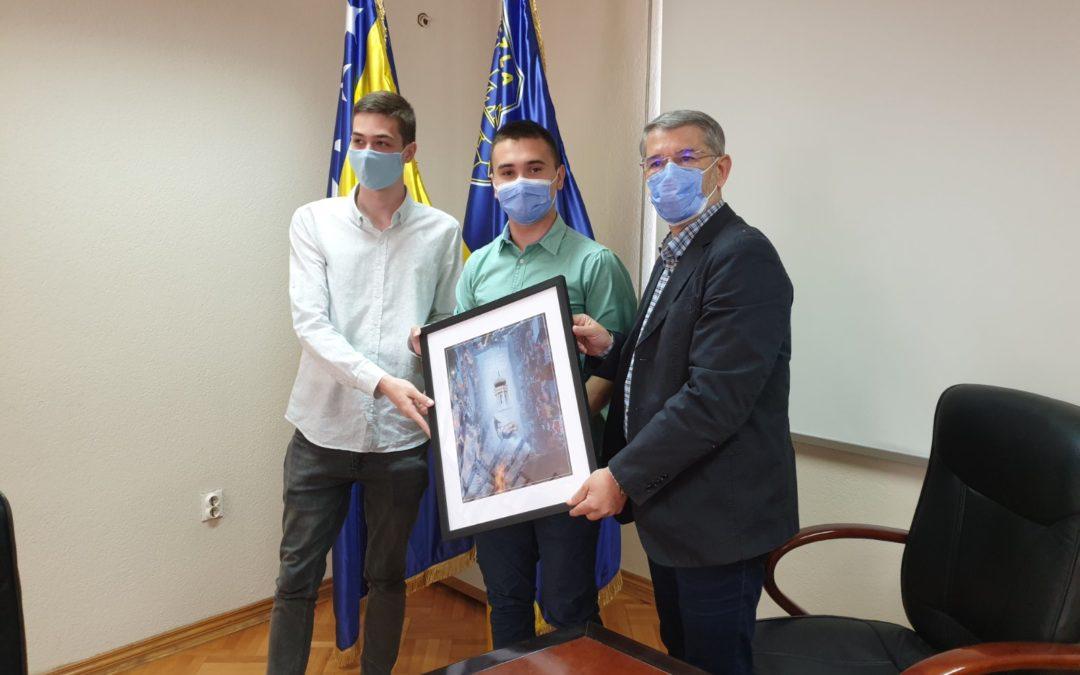 Gradonačelnik organizovao prijem za učenike Opće gimnazije Sveti Franjo, dobitnike nagrade za grafički dizajn