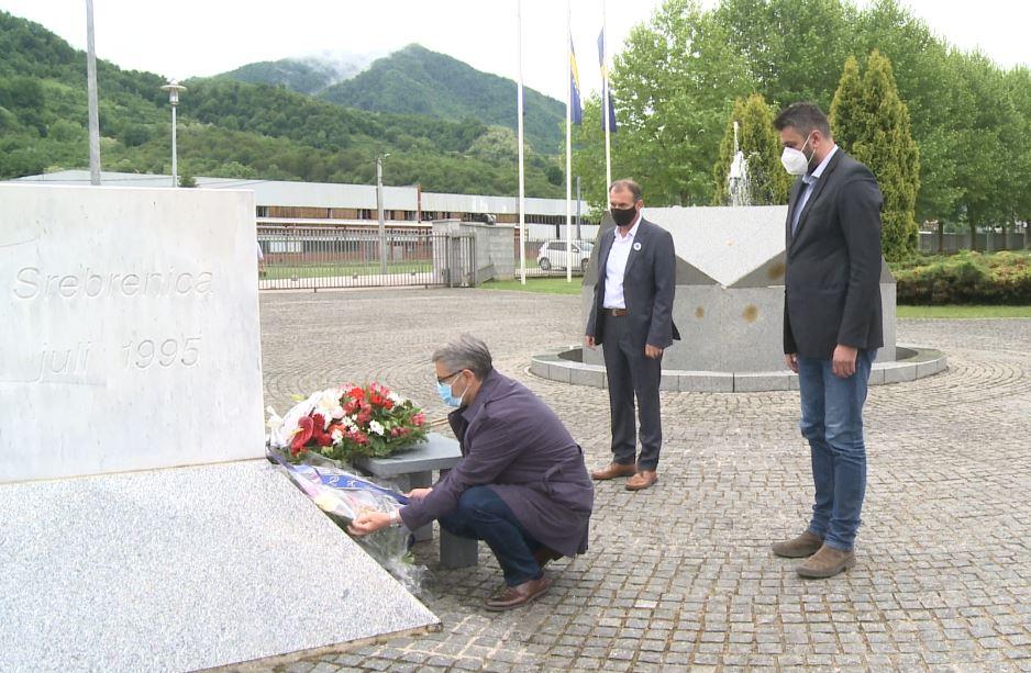 Gradonačelnik Tuzle, Jasmin Imamović, u Potočarima: Grad Tuzla i ove godine pomaže rad Memorijalnog centra sa 50.000 KM