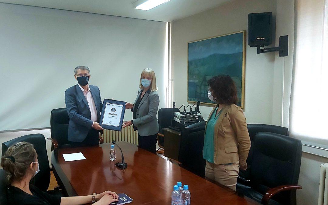 Udruženje građana Vive žene uručilo zahvalnicu Jasminu Imamoviću, gradonačelniku Tuzle